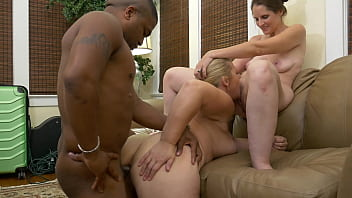 Bokep blonde and brunette share a BBC