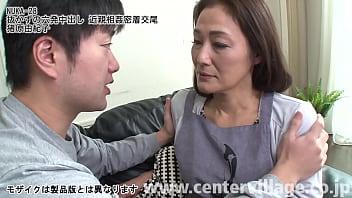 Bokep 淡白な夫のせいで、息子を出産してからはずっとセックスレス状態だった由紀子。長いあいだ淋しい夜をオナニーで紛らしてきた由紀子だったが、なんとその一部始終を息子の明に見られてしまった。