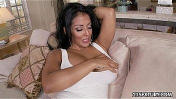 Bokep Busty Latina fucked and blowjob
