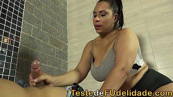 Bokep Seks Gabriela Ramos uma Tia bem gostosa com seios fartos e bumbum avantajado acabou dando para seu sobrinho depois que ele fez uma massagem nela.
