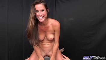 Bokep Brunette MILF with athletic body gets facial