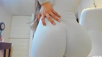 Hot blonde camgirl shows her amazing booty