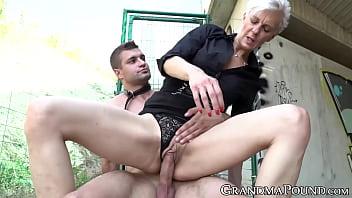 Bokep Short hair GILF treats sub with cowgirl