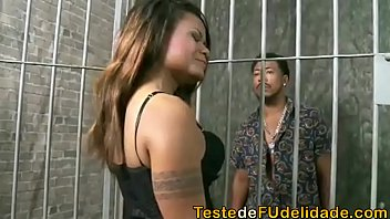 XXX Arrombador de cofre comeu a gostosa da policial dentro da cadeia depois de ser preso por roubar um cofre
