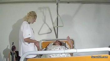 German Grandpa - Junge blonde Pflegerin fickt mit Opa auf Arbeit im Krankenhaus