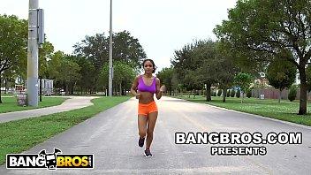 Bokep BANGBROS - Young Black Babe Nicole Bexley Teaches Sean Lawless Yoga