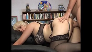 Porno Bokep Hot milf Sophia Mounds gets her pussy pounded by a horny dong