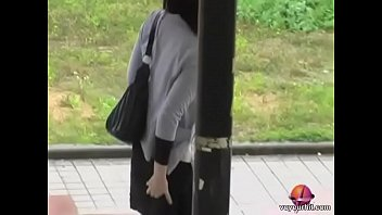 Video Ngentot Sexy Japanese gal in a nasty public sharking video