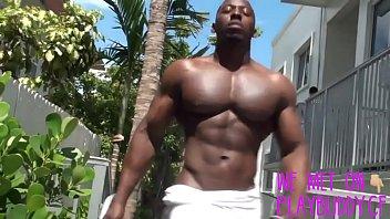 "Sexy, Muscular Thug Jerks His Gigantic Bi-Sexual ""Bottom Bender"" - PlayBuddy.cf"