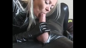 Bokep Cumshot for this lady in latex