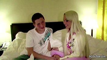 Bokep Pornostar fickt mit Bubi Fan direkt nach der Messe im Hotel