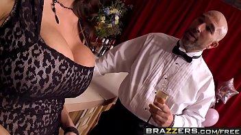Bokep Brazzers - Milfs Like it Big - Sometimes I Fuck Anything scene starring Ariella Ferrera and Xander C