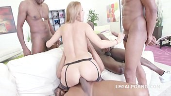 Bokep Emily Thorn plays with 3 BBC anal, cumshots.