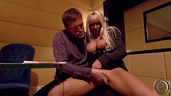 Bokep Pornstar Winnie blow dicks and take it inside ... but she can´t be quiet ...