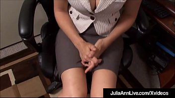 Nonton Bokep Big Breasted Beauty Julia Ann sits at her office desk, dreaming of sucking a big cock & it happens for real, as she drowns her horny co worker's huge dick inside her saliva drenched mouth, taking a healthy dose of sperm on her face!