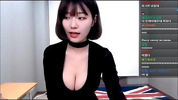 Korean girl does dance