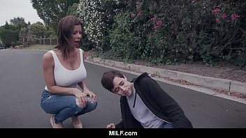 Video Porno MILF - Fucking A Young Guy She Just Hit With Her Car