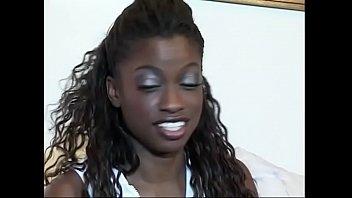 Video Ngentot Slutty Monique gets fucked in different positions in the bedroom