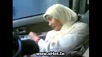 Bokep Sma jilbab mobil hot