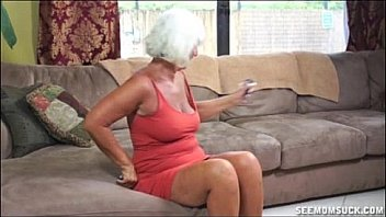 Porno hot granny milf gives blowjob