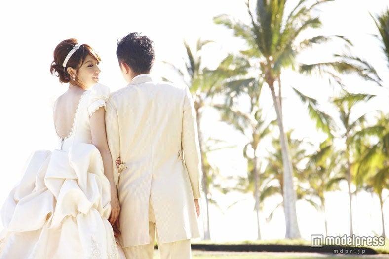 熊田曜子、ハワイで挙式 夫とのツーショット写真公開 - モデルプレス