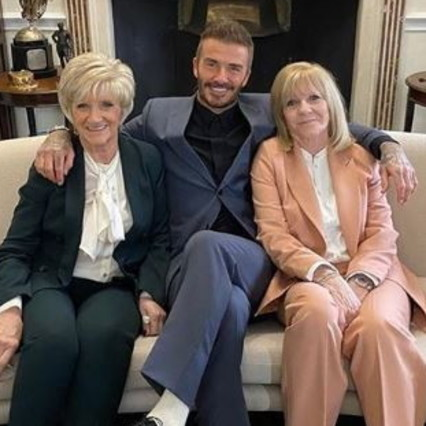 Beckham brings mother and mother-in-law to the Victoria fashion show
