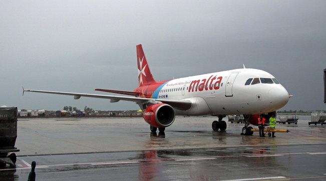 Covid, rifiuta la mascherina: volo per Catania rientra a Malta - Tgcom24