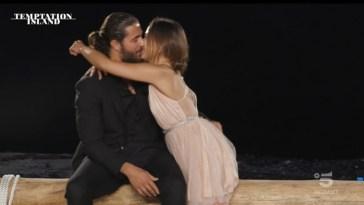 """""""Temptation Island"""", Alessio decide di tornare a casa con Natascia: """"Non ce la faccio a stare senza di lei"""""""