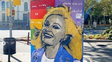 """Sostituito il murale dedicato a Raffaella Carrà: """"E' la risposta a chi ha provato a deturpare un messaggio di speranza"""""""