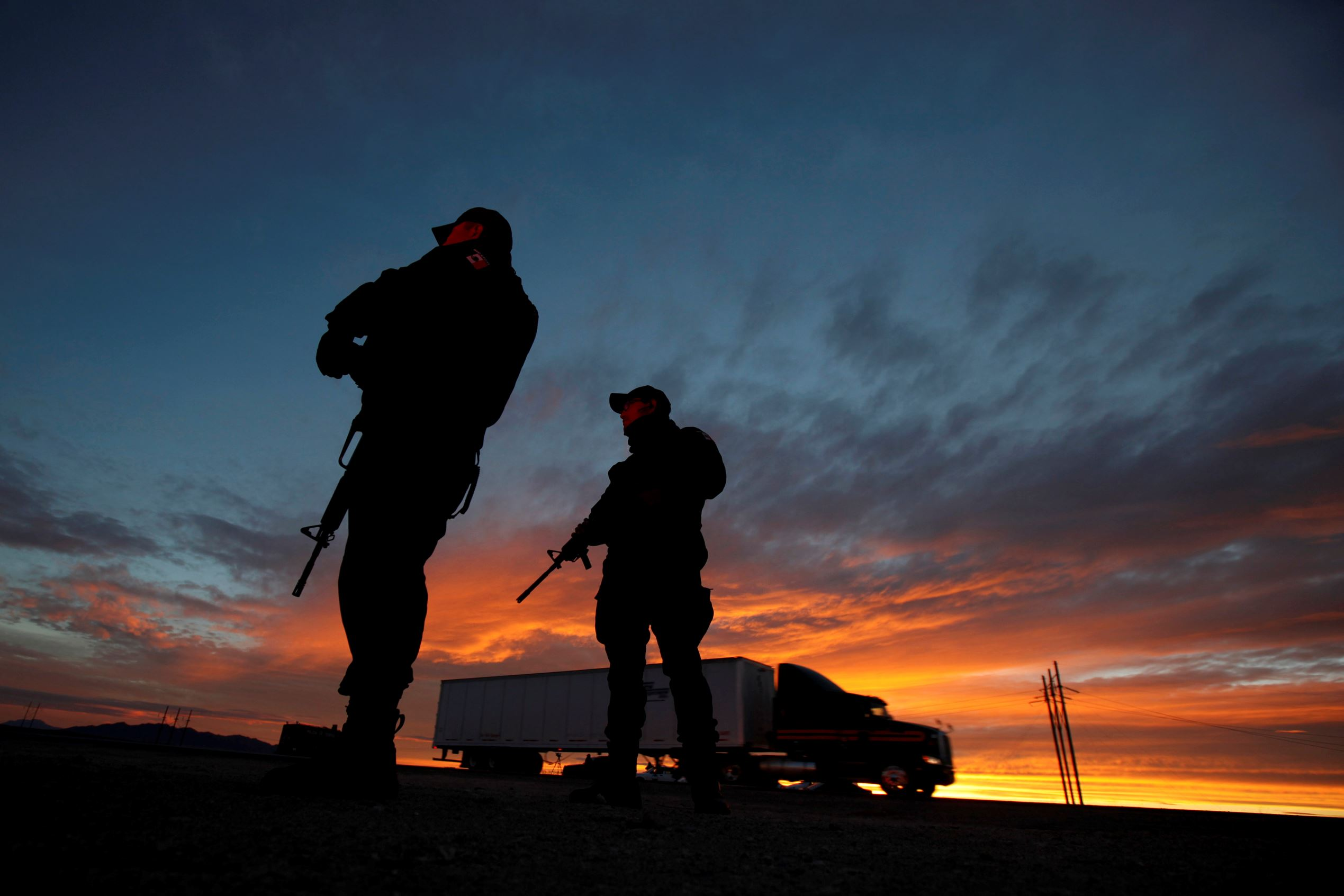 """Federal police officers stand guard near the jail where Mexican drug lord Joaquin """"El Chapo"""" Guzman was imprisoned before being extradited to the United States on Thursday, in Ciudad Juarez, Mexico January 19, 2017."""