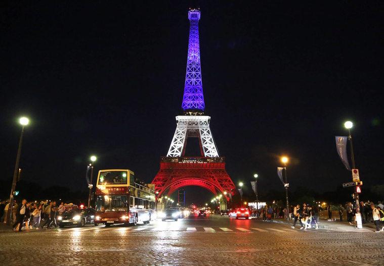 Wieża Eiffla w barwach Francji