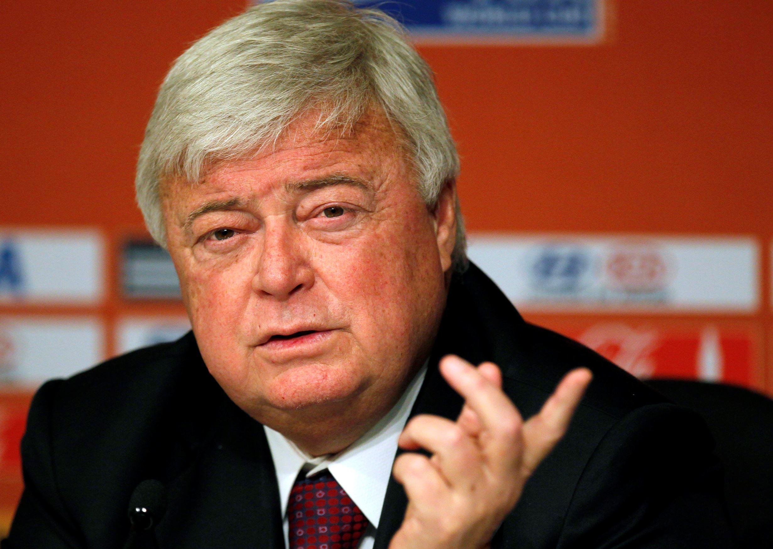 Ex-presidente da CBF, Ricardo Teixeira diz que sofreu