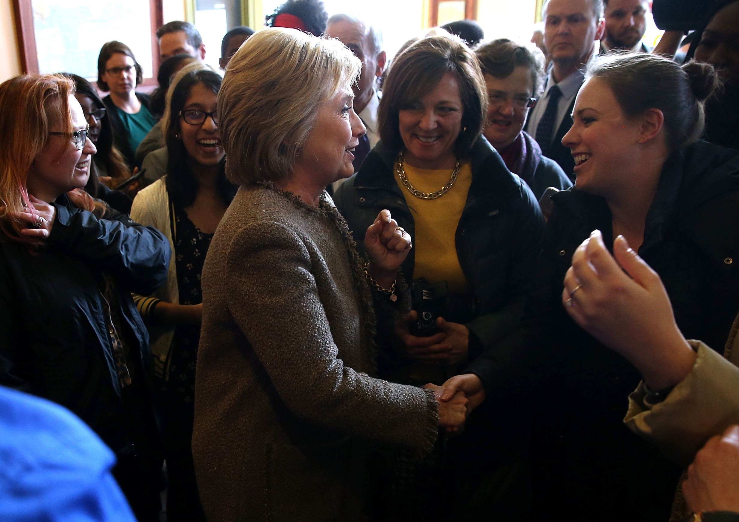 Democratic presidential candidate former Secretary of State Hillary Clinton greets patrons at Mapps Coffee on March 1, 2016 in Minneapolis, Minnesota. Hillary Clinton is campaigning in Minnesota as Super Tuesday voting takes place in 12 states.