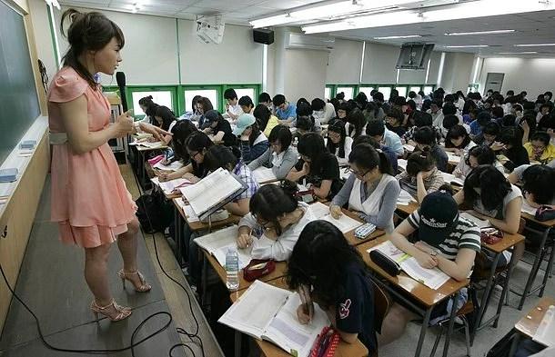 Her sınıf bir tek öğretmen tarafından yürütülür ve o öğretmenin sorumluluğundadır.