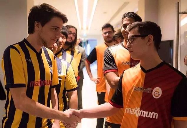 Türkiye'de binlerce E-Spor takımı ve oyuncusu bulunuyor.