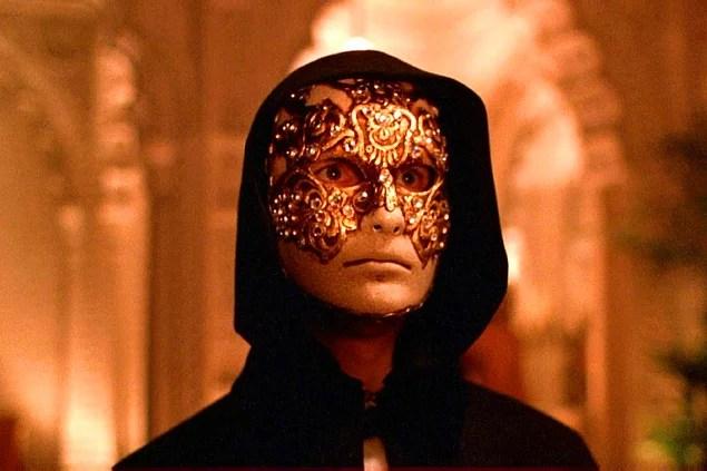 Gözleri Tamamen Kapalı (1999)