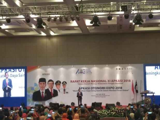 Presiden Jokowi Saat Hadiri Rakernas XI Asosiasi Pemerintah Kabupaten Seluruh Indonesia (Apkasi) di ICE BSD, Tangerang (foto: Hambali)