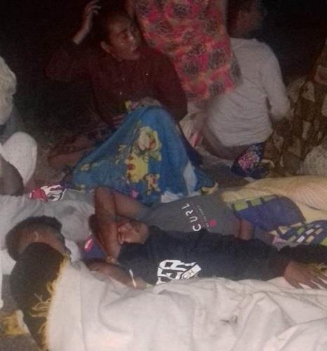 Warga mengungsi karena khawatir akan ada gempa susulan di Lombok. (Foto: Ist)