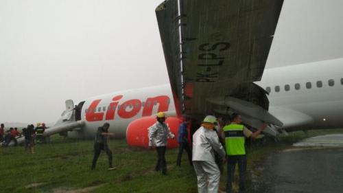 Lion Air Tergelincir di Bandara Bandara Internasional Supadio Pontianak di Kubu Raya, Kalimantan Barat (foto: Ist)