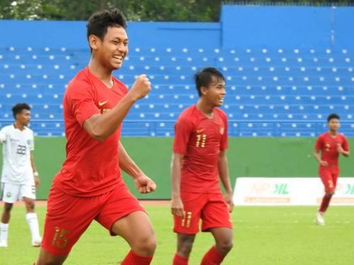 Timnas Indonesia U-18 melakukan selebrasi