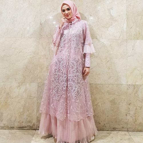 Ide Padu-padan Hijab dengan Dress Brokat ala 4 Artis Cantik ...