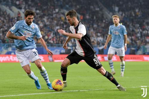 Sarri Tak Ingin Miralem Pjanic Pergi dari Juventus : Okezone Bola