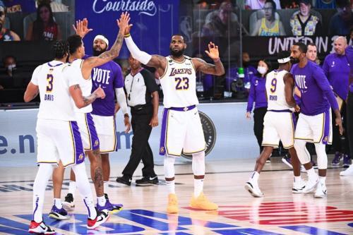 LA Lakers taklukkan Miami Heat (Foto: Twitter/@NBA)