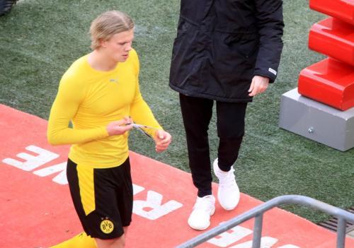 Erling Haaland akan bertahan di Borussia Dortmund (Foto: Reuters)