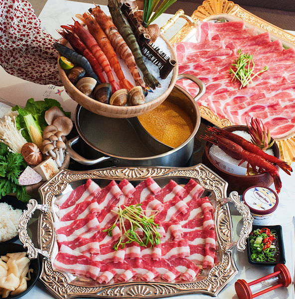 (台南美食/東區)花花世界鍋物~火鍋界中的奇葩!提供高檔的食材、高格調的裝潢!吃火鍋不只是填飽肚子,讓人置身於濃濃的渡假氛圍!視覺、味覺、同時得到滿足!