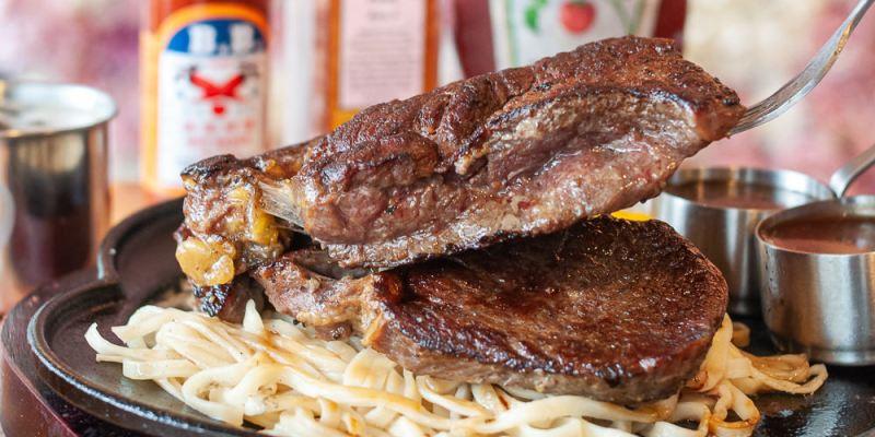(台南美食/牛排推薦)台南牛排推薦,19號倉庫鐵板牛排~佳里人氣牛排館!大口吃肉又不傷荷包的好地方!濃湯、沙拉吧、抹醬吐司、珍珠奶茶、飲料機~無限暢食!
