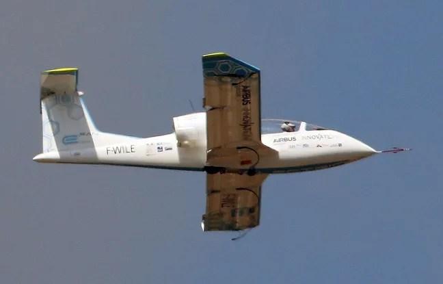 L'E fan, l'avion électrique d'Airbus, lors d'un vol de démonstration au Salon du Bourget, le 19 juin 2015.