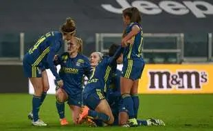 La satisfaction des Lyonnaises, ici après le match aller remporté à l'arraché, la semaine passée à Turin.