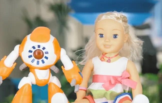 Alors qu'ils s'apprêtent à se faire une place de choix sous le sapin, certains jouets connectés sontdans le collimateur d'associations de défense de consommateurs et de protection de l'enfance.
