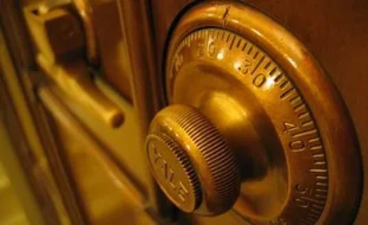 La porte d'un coffre-fort. (Illustration)